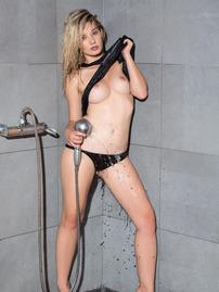 Anna Tatu Shows Her Perfect Body In The Shower