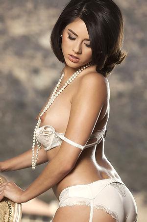 Shyla Jennings Sexy Brunette Babe