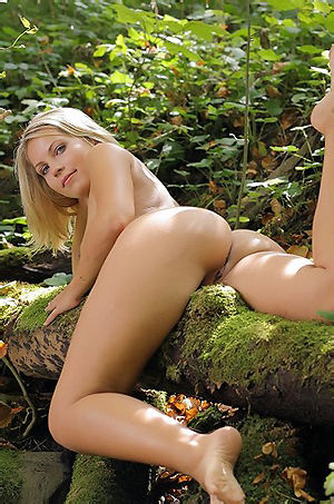 Jenni Sexy Girl In The Forest