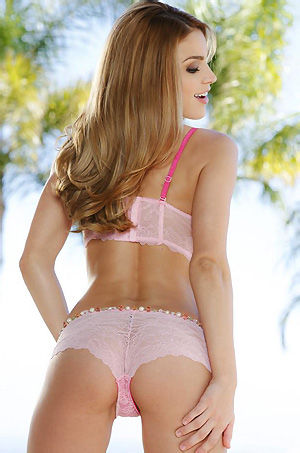 Ryan Ryans Sexy Babe In Pink Lingerie