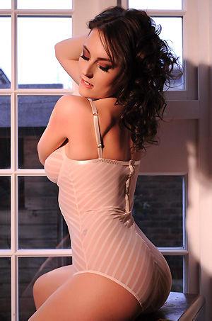 Glamour Babe Lauren Wood