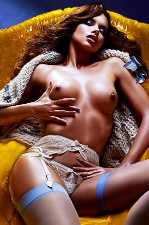 Adriana Lima Shows Tits