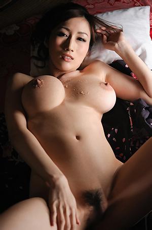 Alluring Japanese Geisha Julia