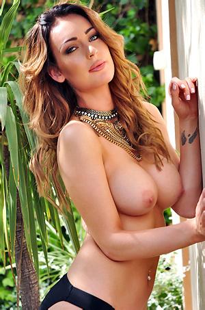 Daisy Muller Nude Outside