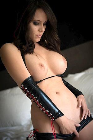 Bryci In Latex Bikini