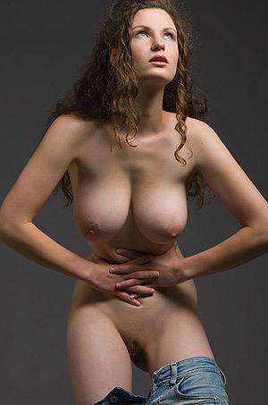 Hot Busty Susann Gets Nude