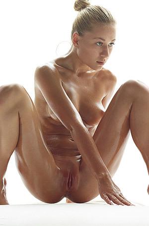 Oiled Beauty Darina