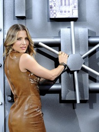 Stunning Elsa Pataky Wearing Leather Mini Dress