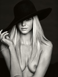 Bonde Hottie Erin Heatherton Exposes Her Body