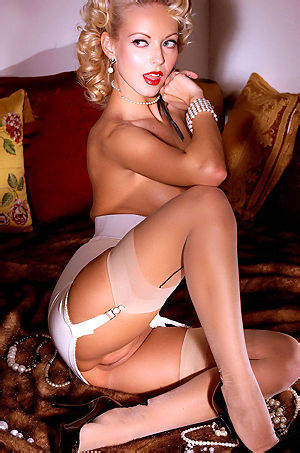 Jana Cova Gorgeous Pinup Girl
