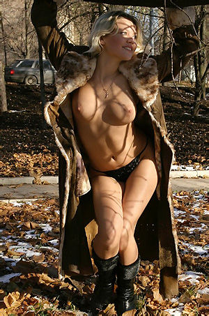 Valia Gets Naked In A Public Park