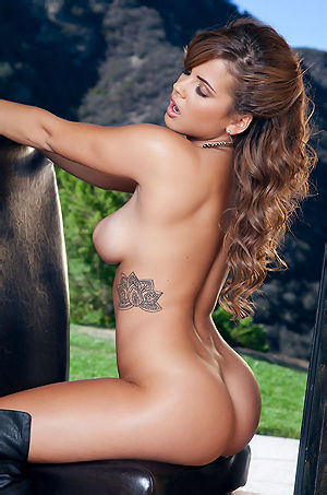 Keisha Grey Amazing Babe Gets Naked