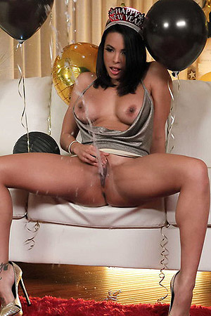 Luna Star Holiday Squirting