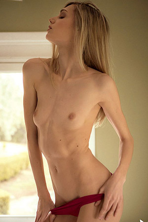 Slim Francy Torino Shows Off Her Body While Posing