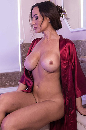 Lisa Ann In The Bathroom