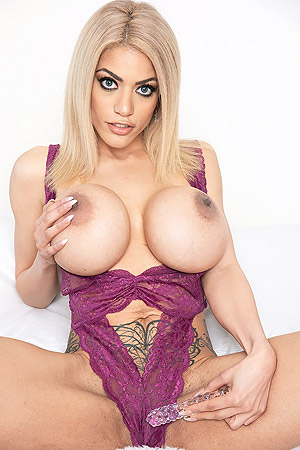 Amber Alena Takes Off Bra To Show Big Boobs